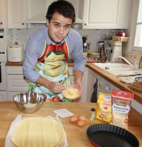 Bertrand Noirhomme cuisine une galette pour les responsables Facebook en vue de trouver un job